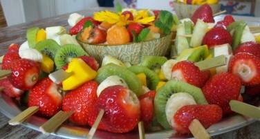 Como Preparar Brochetas de Frutas Frescas