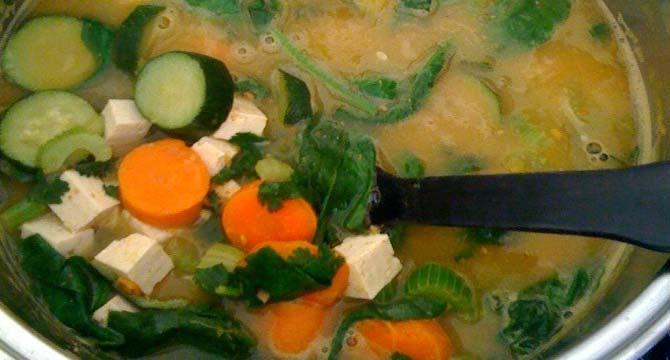sopa de papas acelga y tofu